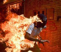 čovjek u plamenu